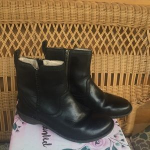 Ugg neevah leather authentic boots